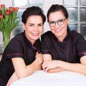 Na zdjęciu dwie usmiechnięte kobiety