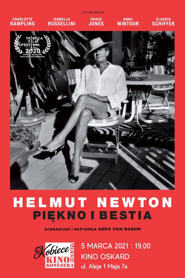 Plakat, czarnobiałe zdjęcie na zcerwonym tle. Zdjecie przedstawia mężczyznę w kapeluszu i damskich butach, siedzącego na fotelu